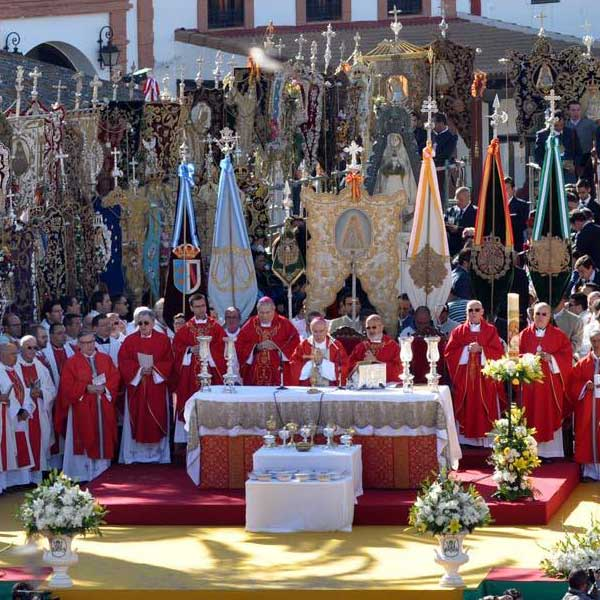 Mass of Pentecost, one of the rural traditions of El Rocío